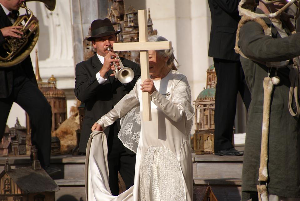 Salzburg Festival, 2013, Anyone, Priestess