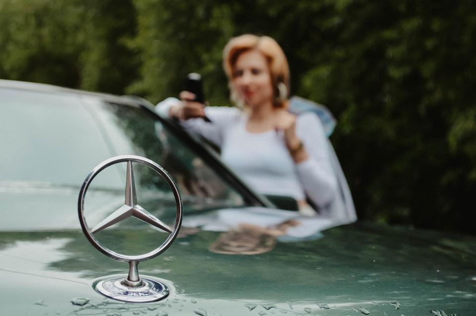 Mercedes, 90s, Hood, Emblem, Design, Woman, Retro