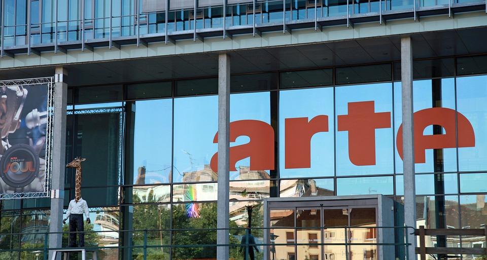 Arte, Watch Tv, Mirroring, Window, Facade, Advertising