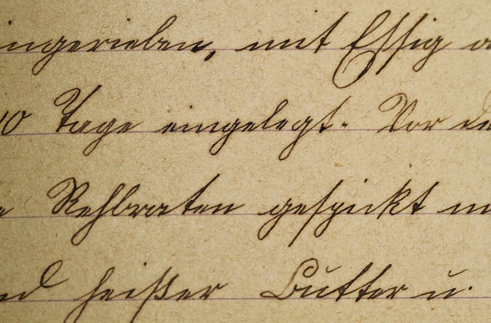Free photo antique texture handwriting sütterlin vintage font