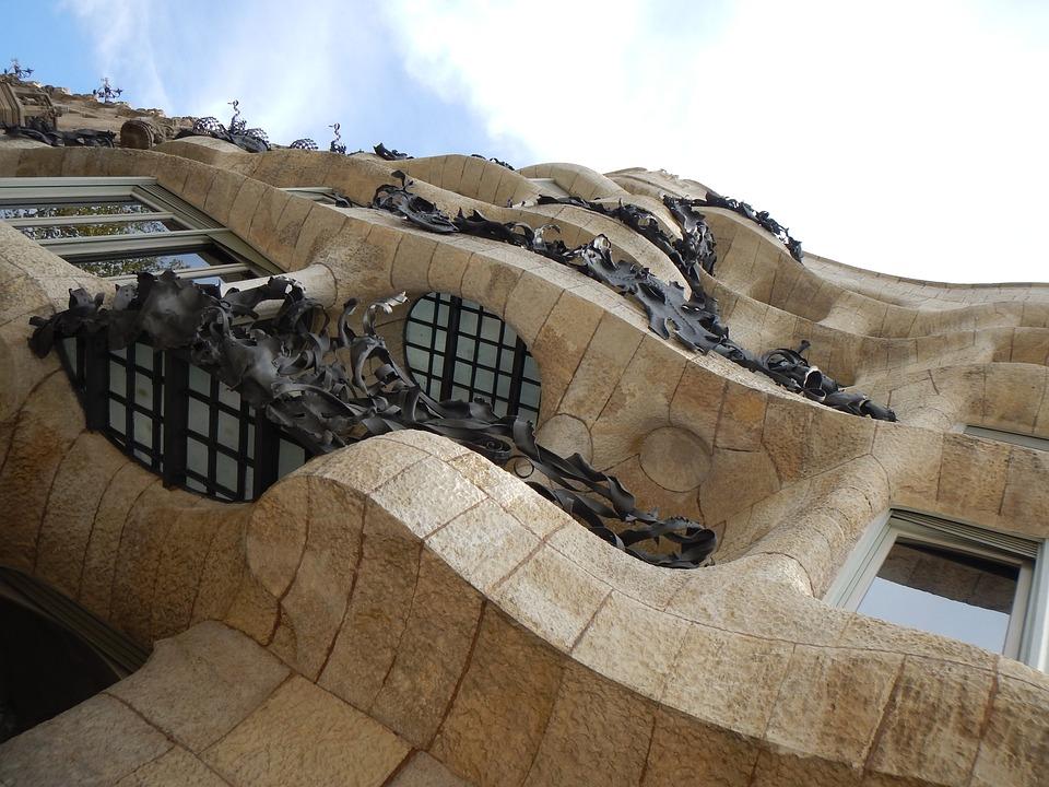 Casa Mila, Barcelona, Antoni Gaudi, Architecture