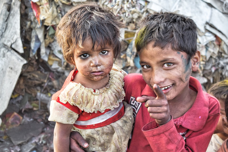 Free photo Asia Sister Slums Poor Brother India Outdoor