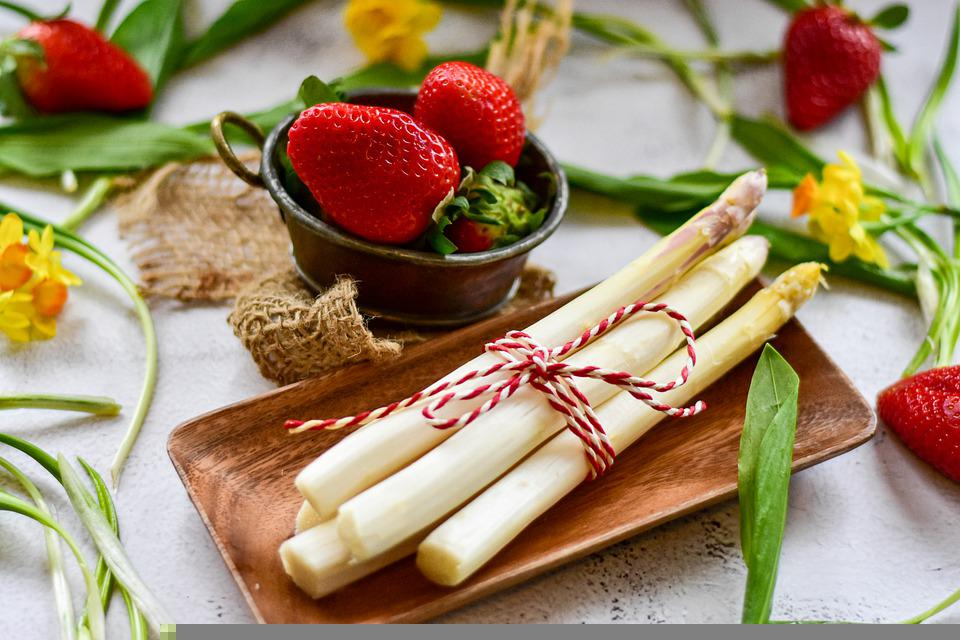 Asparagus, Strawberries, Bear's Garlic, Vegetables
