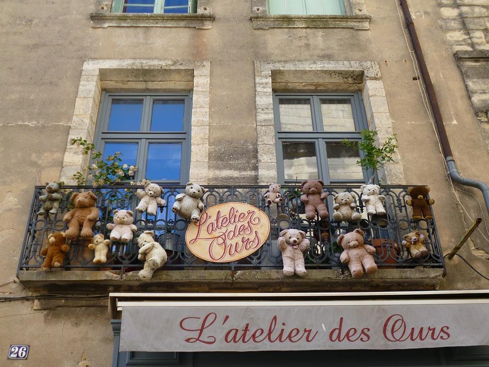 Balcony, Bear, Window