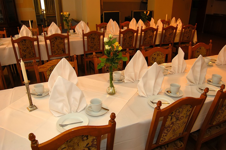 Guest Room, Banquet Table, Table Settings, Tablecloth