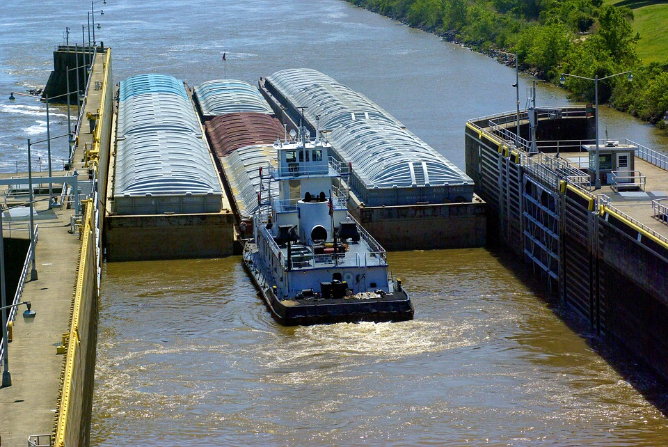 Tug Barges Exiting Murray Lock, Barges, Lock, Tug