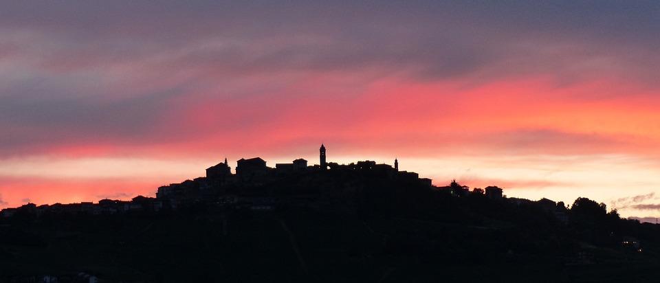 Langhe, Barolo, Bussia, Sunset