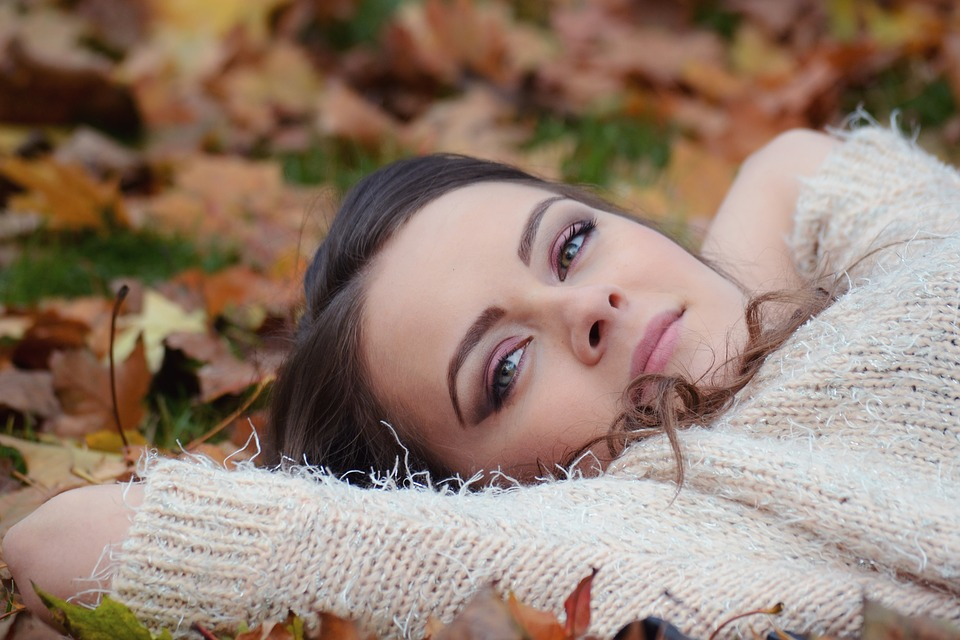 Girl Lying Down, Autumn, Girl, Beauty, Make-up