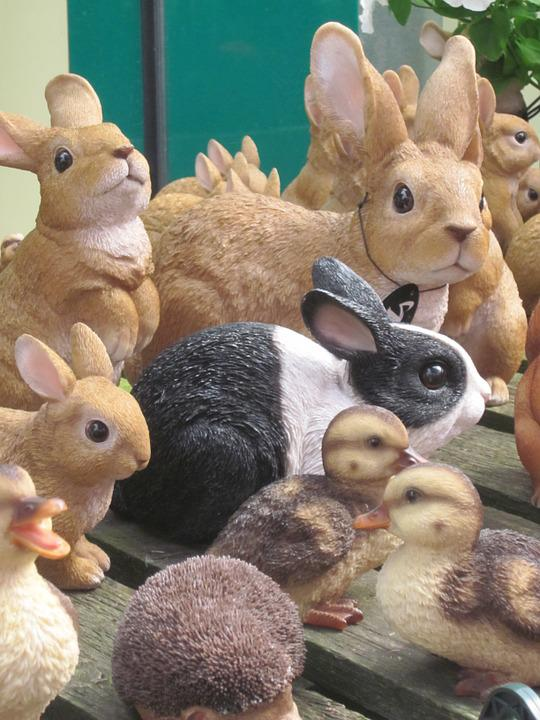 Nepkonijnen, Nepbeesten, Black White Rabbit
