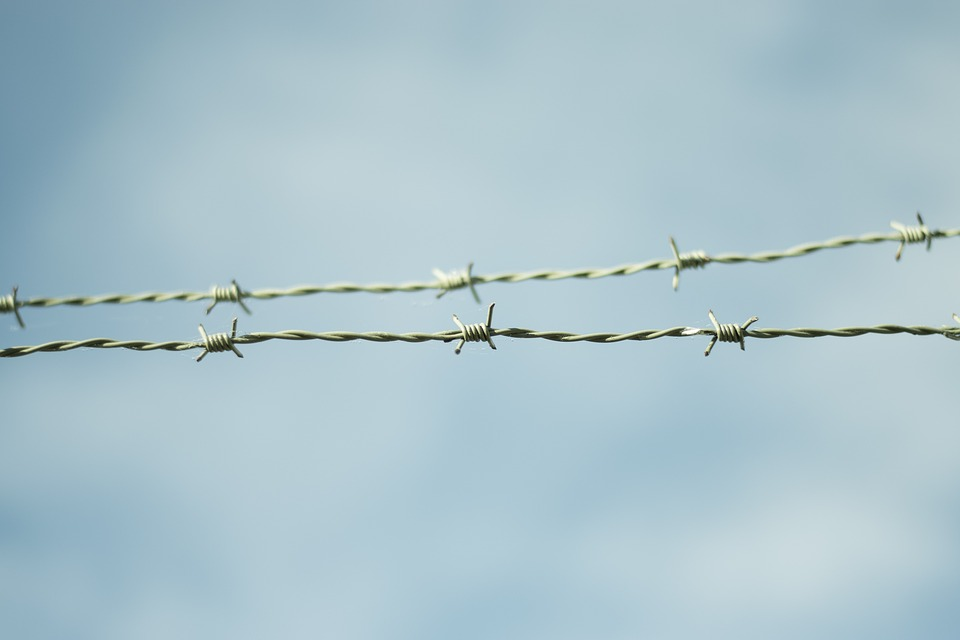 Barbed Wire, Fence, Himmel, Blue