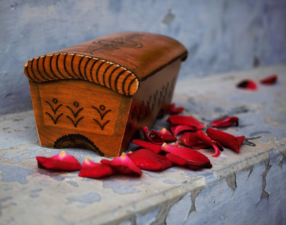 Leaves From Roses, Wooden Box, Blue, Red
