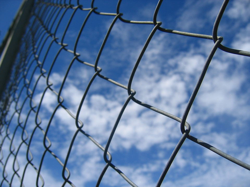 Free photo Braid Wire Garden Fence Wire Mesh Fence Fence Sky - Max Pixel