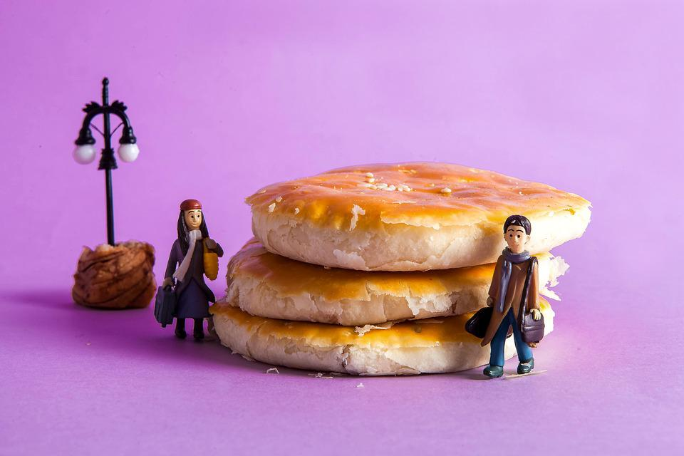 A Romantic Encounter, Bread, Meet