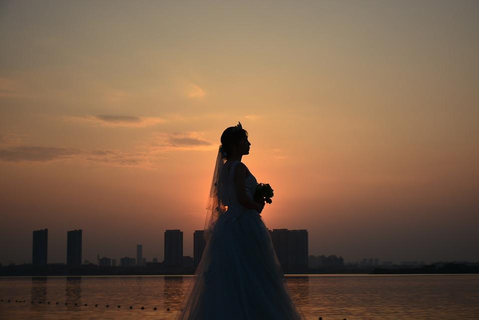 Bride, Sunset, Yao Lake