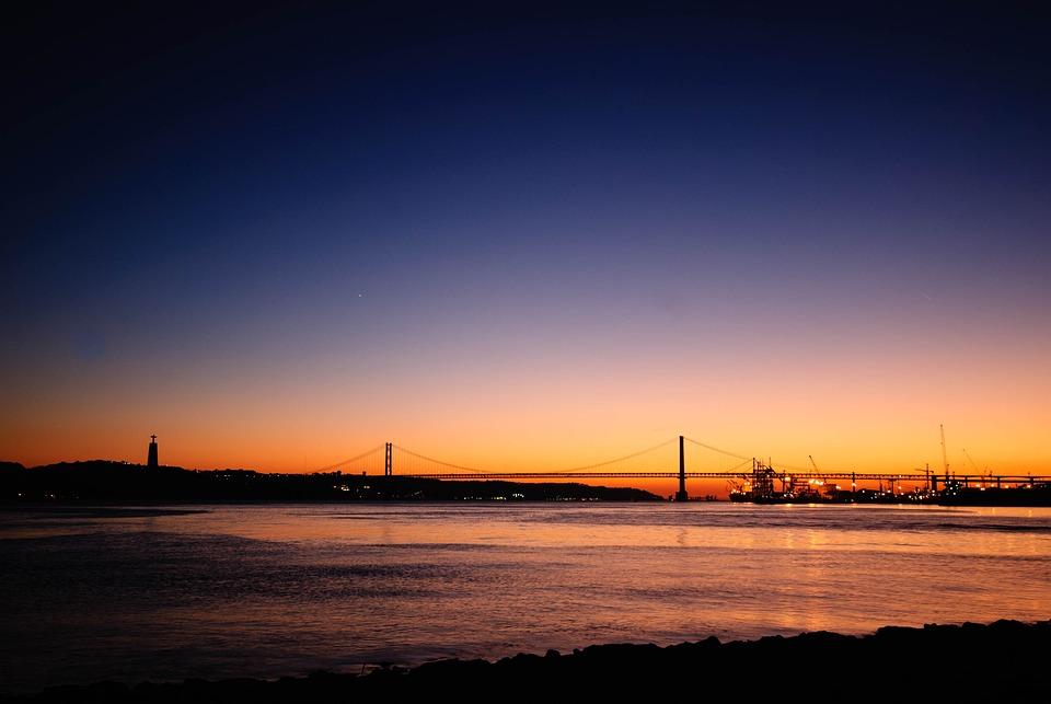 Lisbon, Ponte 25 De Abril, Bridge, Port, Abendstimmung