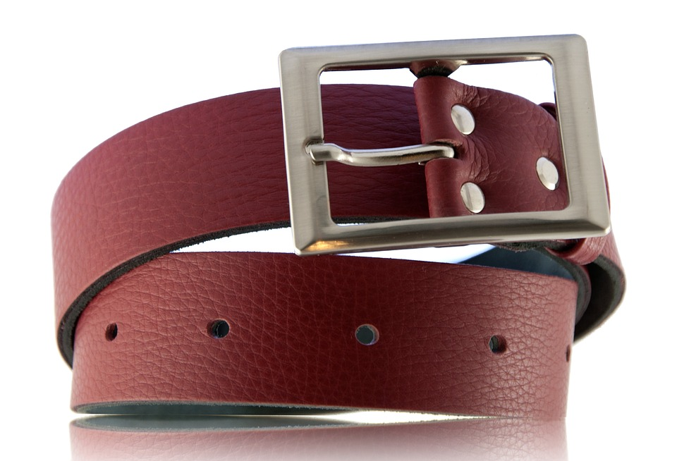 Buckle, Clothing, Bar, Red
