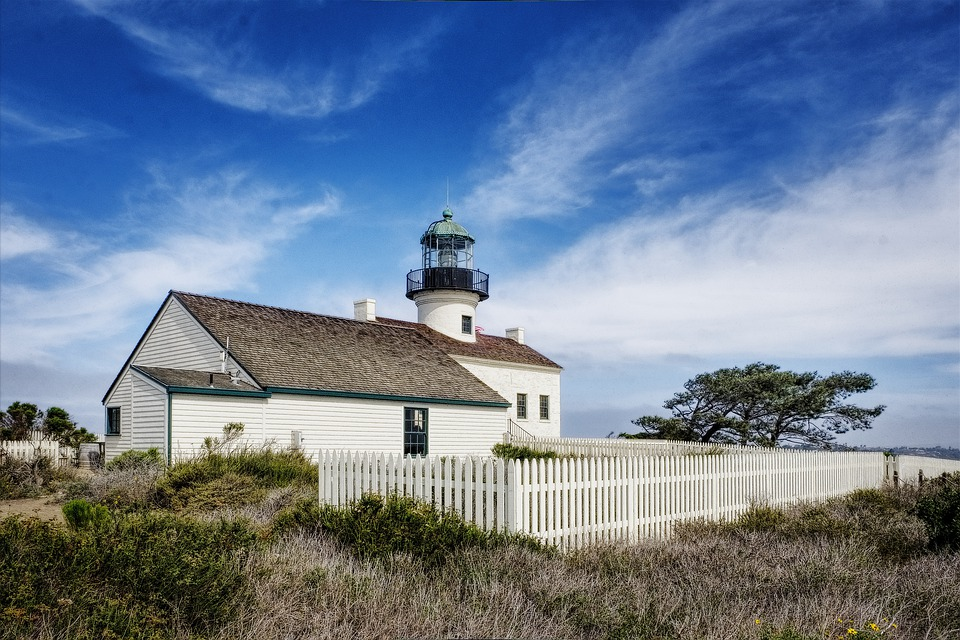 Old Point Loma Lighthouse, Lighthouse, Building