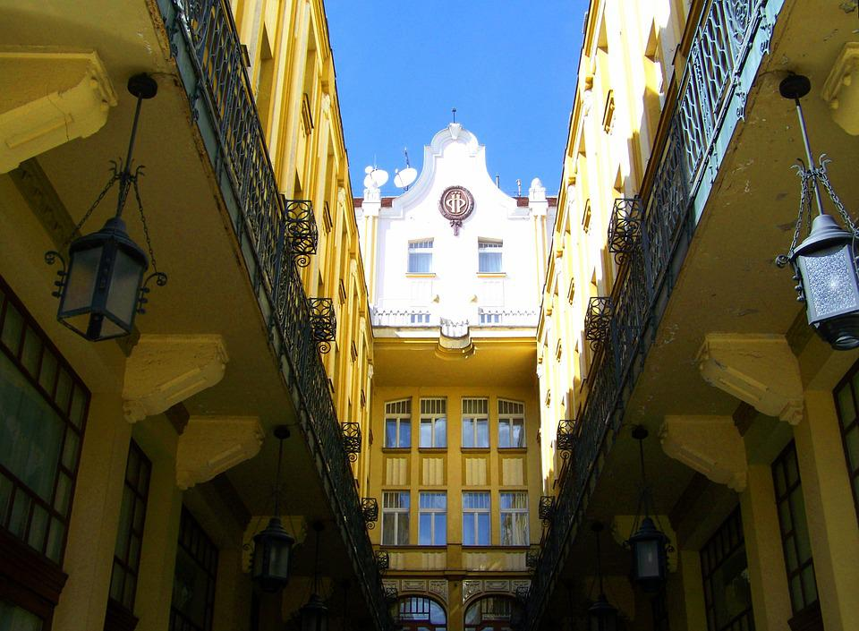 Hotel Palatinus, Pecs, Building
