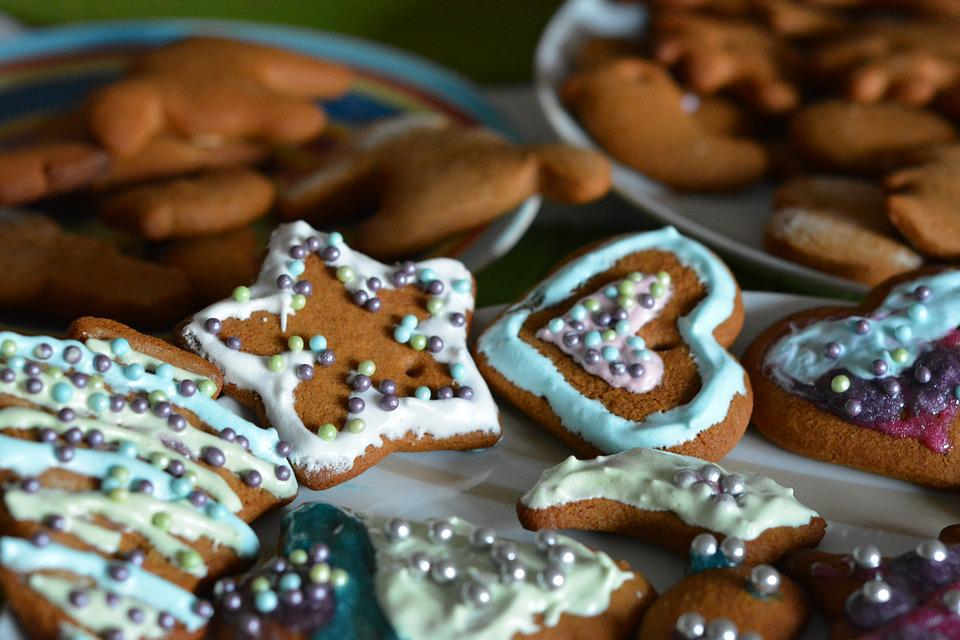 Free Photo Burning Glace Decorating Gingerbread Frosting