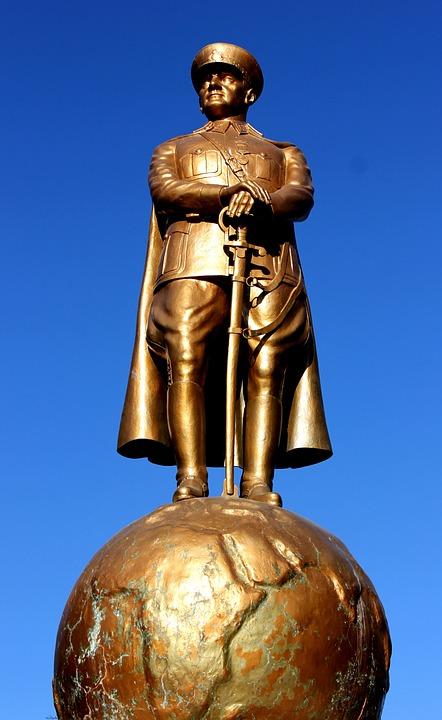 Atatürk, Sculptures, Bust, On