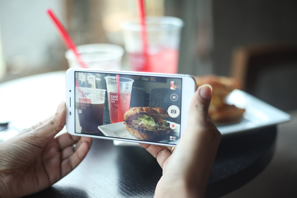 Phone, Smartphone, Cafe, Taking Picture, Food, Burger