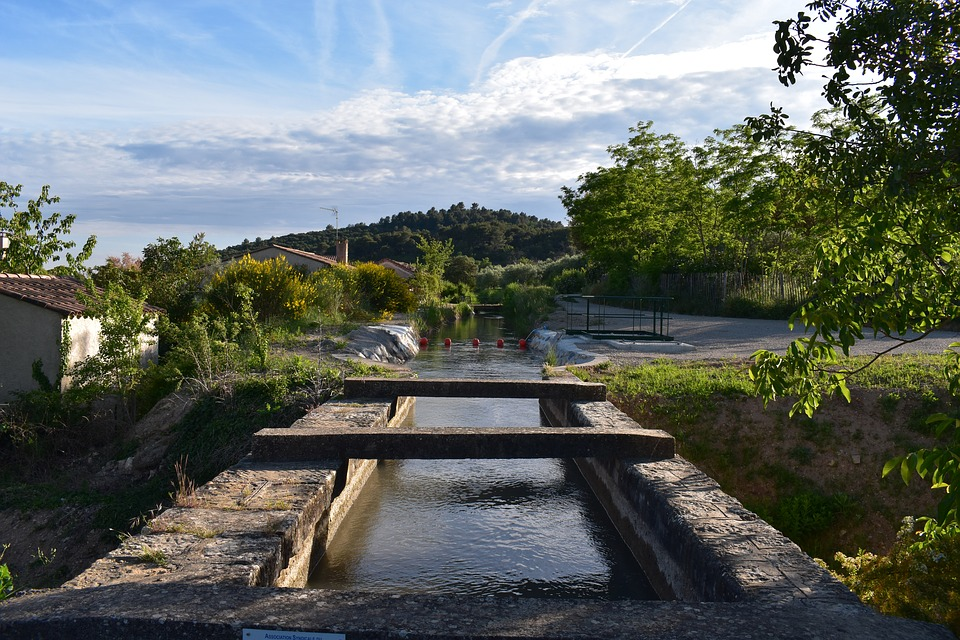 Volx, Provence, Irrigation, Canal
