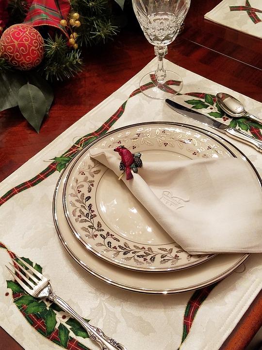 Lenox Solitaire China, Cardinal, Table Setting