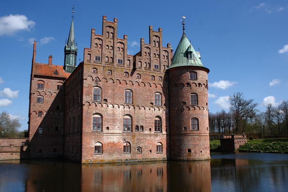 Fyn, Egeskov, Castle, Moat, Spring, Denmark