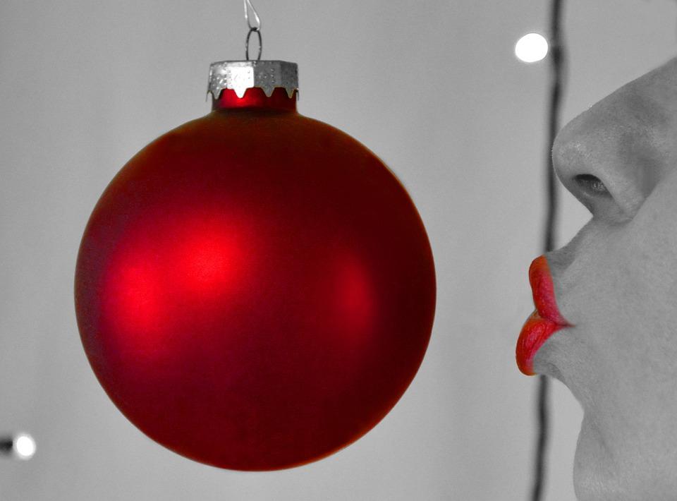 Free photo Christmas Ball Christmas Ornament Xmas Kiss - Max Pixel