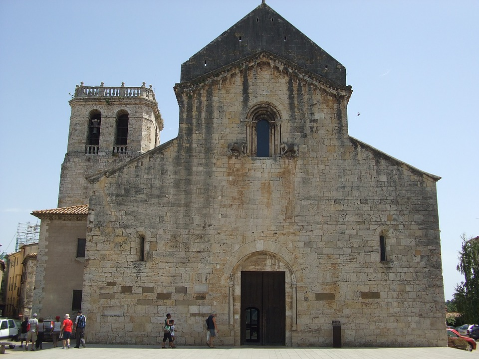 Besalú, Church, Catalonia, Spain