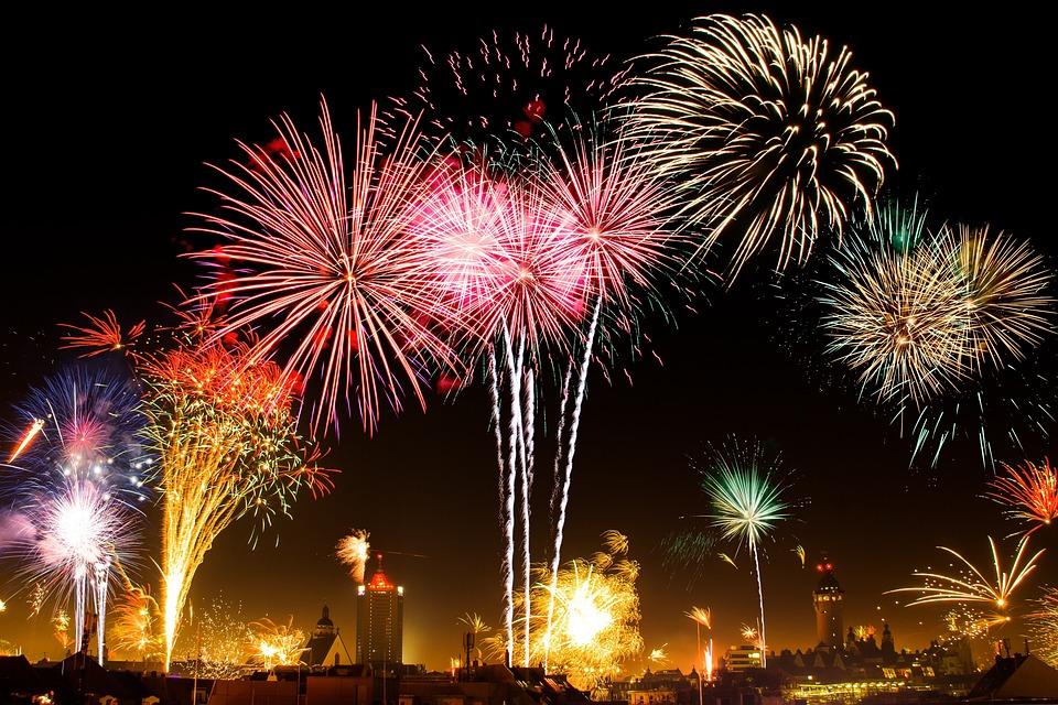 Fireworks, New Year's Eve, City, Sky, Beacon, Light
