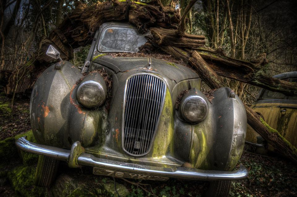 Free Photo Classic Old Broken Abandoned Rotten Car Rusty