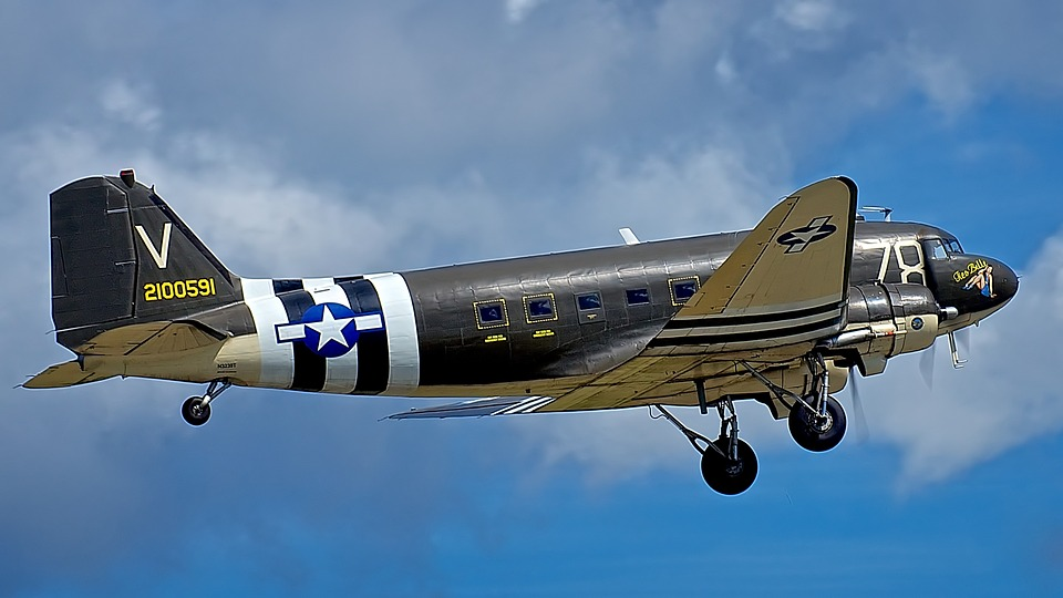 Take-off, Douglas C-47 Dakota, Cargo Plane, Climbing