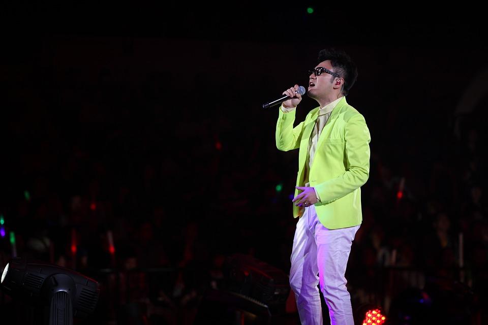 King Polished, Concert, Singing