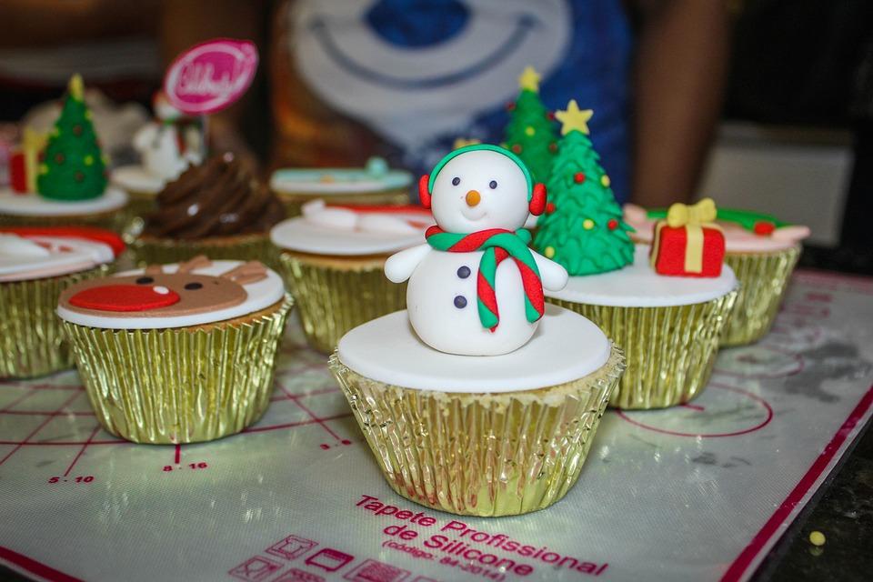Cupcake, Snowman, Snow, Confectionery, Celebration