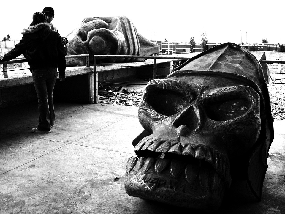 Faro De Oriente, Skull, Sculpture, Couple