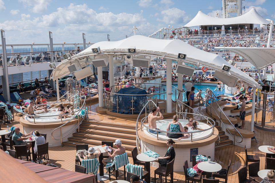 Norwegian Dawn, Cruise Ship, Hot Tubs, People