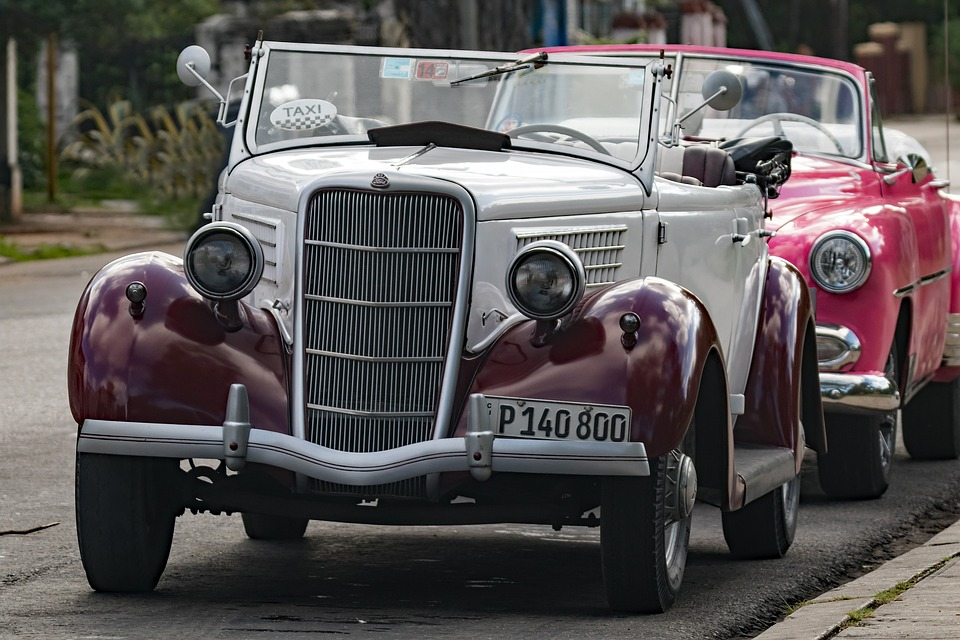 Cuba, Havana, Vedado, Classic, White Burgundy