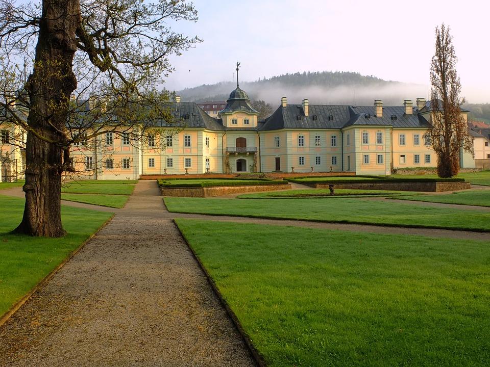 Manetin, Czech Republic, History, Architecture, Sights
