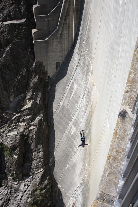 Bungee Jumping, Dam, Verzasca, Ticino, Switzerland