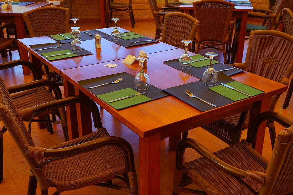 Glass, Cutlery, Service, Table, Dinner Table, Covered