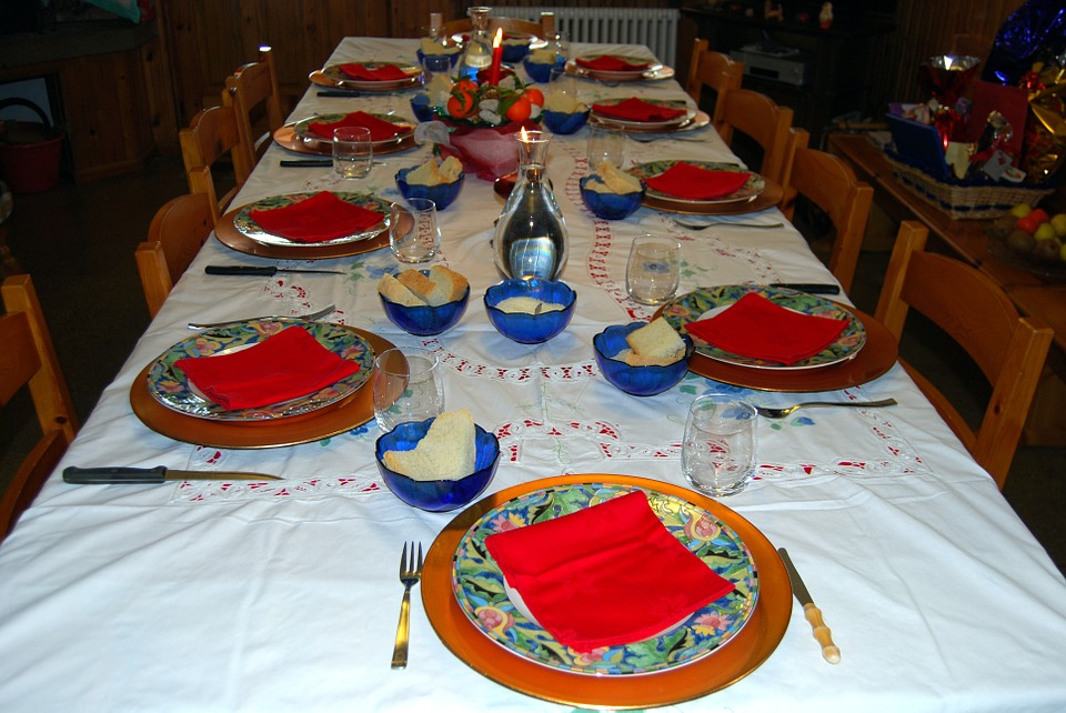 Table, Apparecchiata, Dishes, Cutlery, Glasses, Chairs