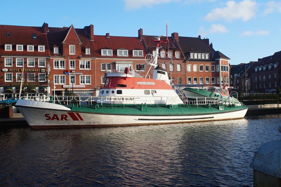 Port, Emden, Museumskreuzer, Water, Distress, North Sea