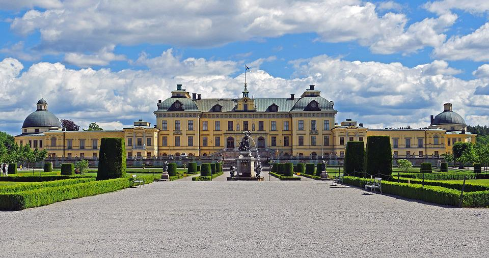 Castle Park, Drottningholm, Symmetrical, Equipment