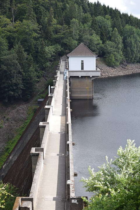 Dam, Eckertal, Embankment Crown