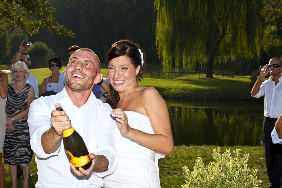 Feast, Formal Wear, Cheerfulness, Festivity, Wine