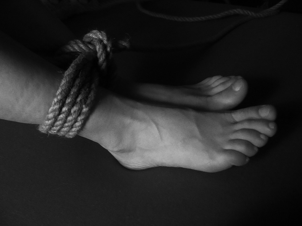 Tied and fucked feet toes | Porn images)