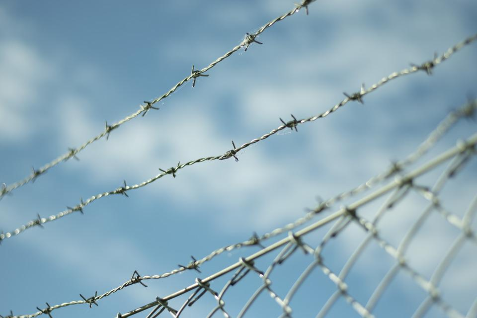 Barbed Wire, Fence, Himmel, Cloud, Blue