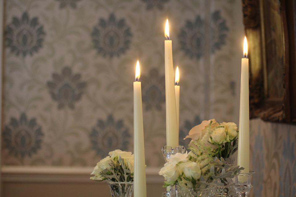 http://maxpixel.freegreatpicture.com/static/photo/1x/Fire-Decoration-Wedding-Candles-Decor-Table-1103979.jpg