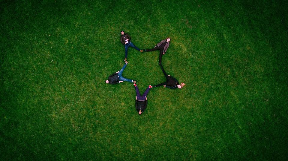 Adults, Friends, Formation, Grass, Star Shape